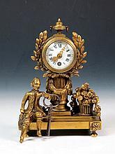Pequeño reloj francés de mesa de bronce dorado de estilo Luis XVI, S.XIX