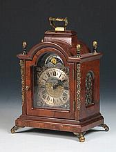Reloj Bracket inglés con caja de caoba S.XX 24 x 13 x 18 cm 150 -