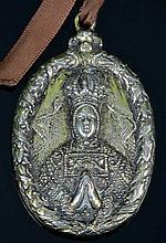 Medalla de plata dorada de la Virgen del Sagrario y la Imposición de la cas
