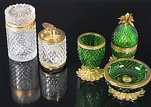 Lote de tres piezas de vidrio prensado con puntas de diamante 13 cm