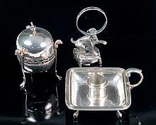 Palmatoria, caja esférica de plata con marcas de López y palillero de metal