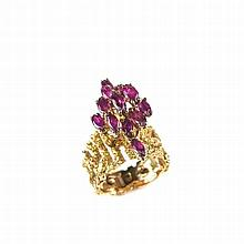 14 ct yellow gold ruby marquise ring. Set with twelve marquise cut rubies t