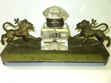 19TH CENTURY GILT BRONZE LIONS INKWELL