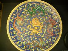 A larger finely and very rare famille rose five dragon and nagumo Ornamentation plate.D:45.5cm