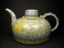 A FINE CHINESE BLUE WHITE AND YELLOW PHOENIX PATTERN TEA POT-W:29cm, H:15.7cm.