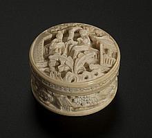 Boîte à fards ou à opium en ivoire, ...