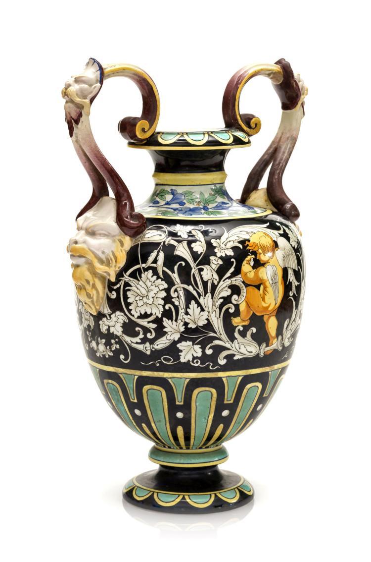 Vase à anses latérales en faïence, Jules Vieillard, Bordeaux, XIXe s. Décor émaillé polychrome