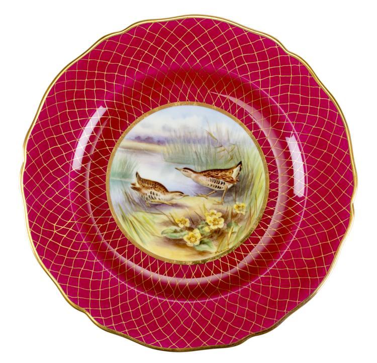 Collection de 12 grandes assiettes et 12 assiettes à dessert en porcelaine, manufacture Spode , décor au faisant sur fond de treillis rouge