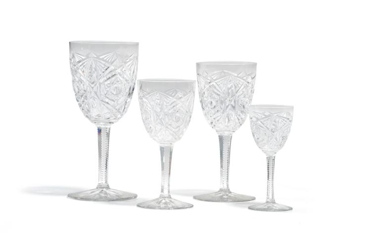 Service de verres en cristal taillé de Baccarat, modèle Lagny, pour 4 personnes, comprenant 20 pièces
