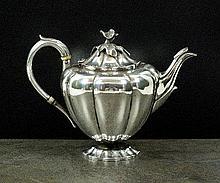 An Elkington & Co silver teapot, Birmingham 1929,