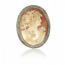 Fine 14k Gold Large Shell Cameo Brooch