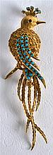 AN 18CT YELLOW GOLD AND TURQUOISE BIRD BROOCH.