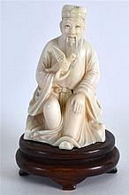 AN EARLY 20TH CENTURY CHINESE CARVED IVORY FIGURE