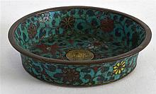 A SMALL 17TH/18TH CENTURY CHINESE CLOISONNE ENMEL