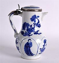 A 17TH CENTURY CHINESE BLUE AND WHITE COFFEE POT K