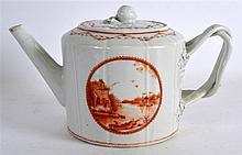 AN 18TH CENTURY CHINESE EXPORT PORCELAIN TEAPOT AN