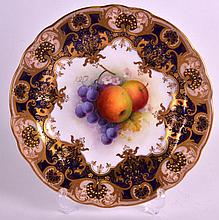 AN EARLY 20TH CENTURY ROYAL WORCESTER PORCELAIN PLATE C1926 painted with fr