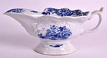 AN 18TH CENTURY WORCESTER BLUE AND WHITE SAUCEBOAT painted with the triangu