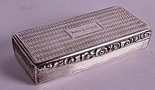 AN EARLY 19TH CENTURY RECTANGULAR SILVER SNUFF BOX