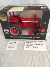International Farmall 1256D 17th Ontario Toy Show 2002  1/16