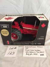 International Farmall 656  Front axle broken  13th Ontario Toy Show 1998