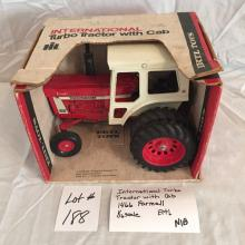 International Turbo Tractor w/cab  1466 Farmall Ertl  1/16