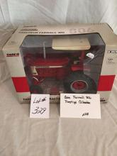Case Farmall 806 Prestige Collection  1/16
