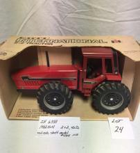 IH 6388 1982 Ertl  2+2, 4wd, red cab, shelf model #464