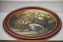 Huile sur toile mise à l'ovale: «Nature Morte aux fruits, grappe de raisin et bouquet de Fleurs». Signée en bas à droite Scholz. Dim: 70 x 110 cm.