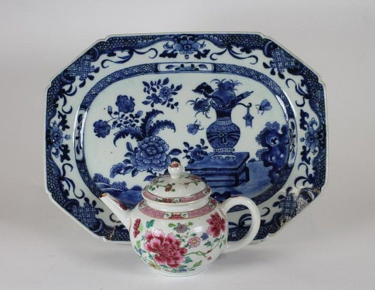 A CHINESE PORCELAIN TEAPOT AND COVER