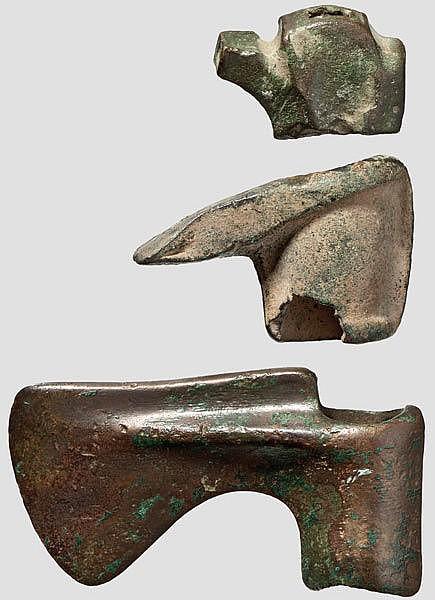 ÄGYPTEN UND MESOPOTAMIEN  Zwei Bronzeäxte, Luristan, 1500 - 1000 v. Chr.