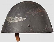 Luftschutzhelm, Beutestück mit vorderseitigem Emblem