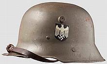 Kinderstahlhelm M 17 mit beiden Emblemen des Heeres