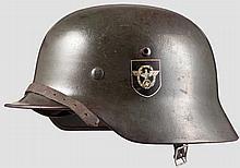 Stahlhelm M 35 mit beiden Abzeichen