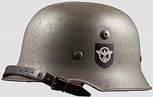 Helm M 38 für Polizei und SD mit beiden Abzeichen