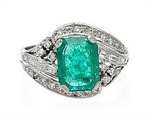 An 18 Karat White Gold, Emerald and Diamond Ring, 2.50 dwts.