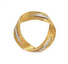 An 18 Karat Yellow Gold and Diamond Brooch, 7.50 dwts.
