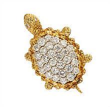 * An 18 Karat Yellow Gold and Diamond Turtle Brooch, 14.80 dwts.