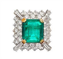 An 18 Karat Two Tone Gold, Emerald and Diamond Ring, 7.70 dwts.