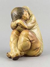 Sitzender Eskimo-Junge, Lladro, Spanien, 20. Jh., polychrom glasiert in bräunlichen Tönen, H. 26 cm