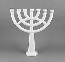 Leuchter, 7-flammig, Potschappel, Dresden, 20. Jh., schlichte Form, an eine Menora erinnernd, weiß, H. 50 cm, B. 47 cm