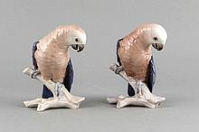 Zwei Papageien auf einem Ast, Bing & Gröndahl, Kopenhagen, Marke 1970-83, 1. W., Entwurf Dahl Jensen, 1 u. mon., Modellnr. 2019, polychrom bemalt in Unterglasurfarben, H. 14
