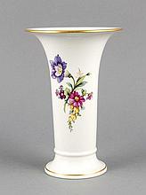 Vase, KPM Berlin, Marke 1962-92, 1. W., Malermarke, Trompetenform, polychrome Blumenmalerei, Goldrand, H. 19,5 cm