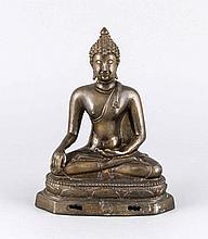 Buddha, wohl Siam 19. Jh., braun patinierte Bronze, H. 19,5 cm