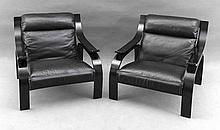 Paar Designersessel, Mitte 20. Jh., Arflex, schwarzes Leder und Holzgestell, 70 x 74 x 80 cm