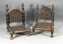 Zwei orientalische Stühle, wohl Swat-Tal 19. Jh., Holz geschnitzt und gedrechselt, Sitzgeflecht aus Haut, 70 x 45 x 47 cm
