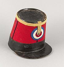 Französischer Voltigeure-Helm, Algerien um 1840, Leder und Filz, mit orig. Ledereinsatz u. Gurt, Gebrauchsspuren, 27 x 21 x 18 cm