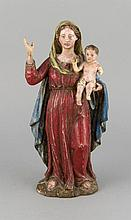 Holzbildhauer des 18. oder frühen 19. Jh., vollplastische Schnitzerei in Gestalt von Maria mit dem Christusknaben, polychrom gefasst., ber., ein Arm Christi fehlt, H. 30 cm