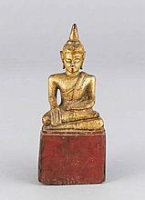Buddah, Holz, partiell goldbronziert, H. 13 cm