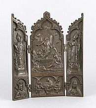 Bildhauer des 20. Jh., sakrales Bronzetriptychon, dunkel patinierte Bronze, scharniert, unsign., ausgeklappt 33 x 26 cm
